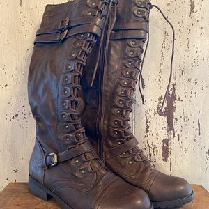 Brown Lace up Boots.